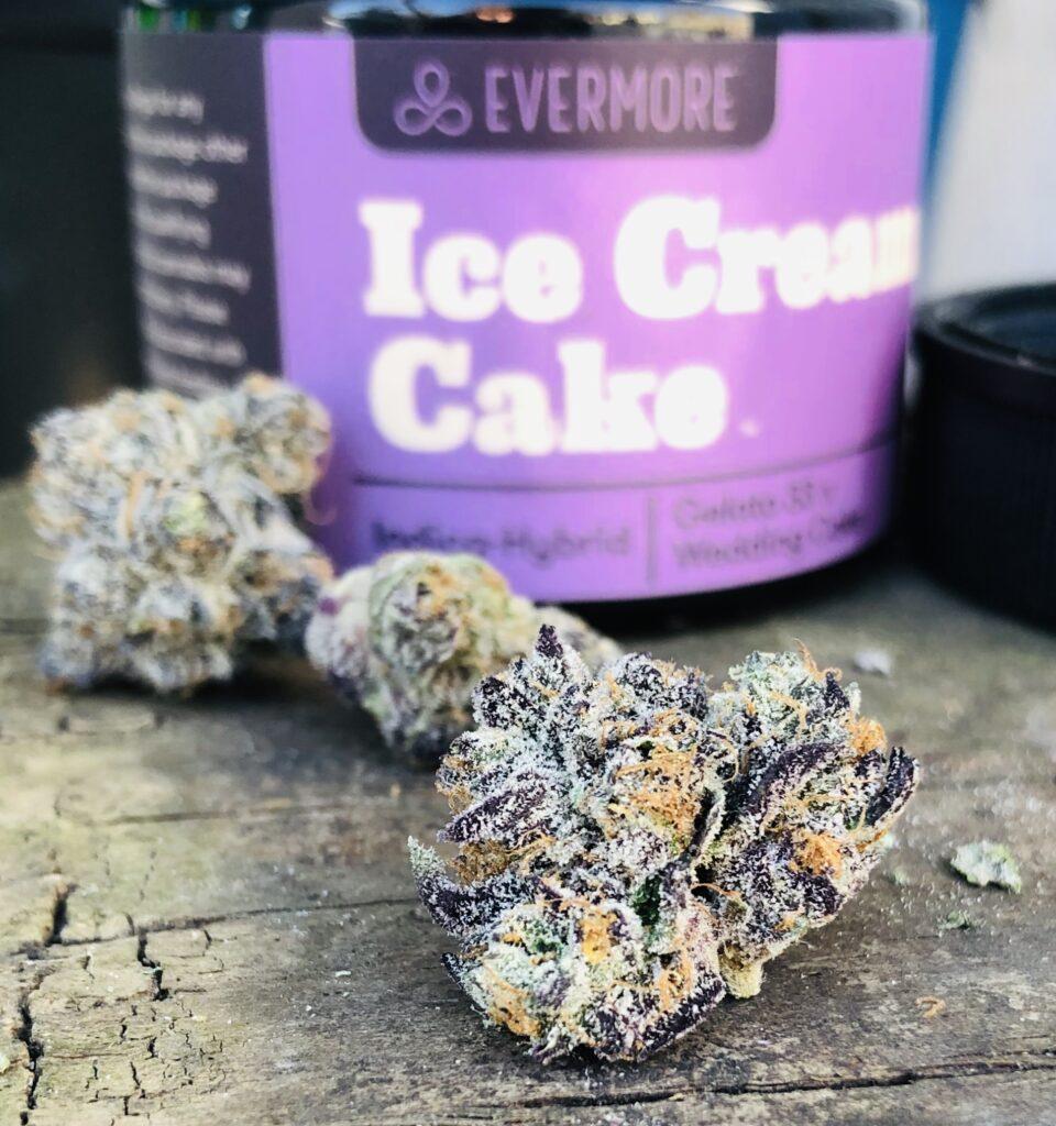 detailed image of ice cream cake strain bud 2